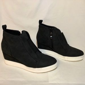 Black Wedge Shoes!